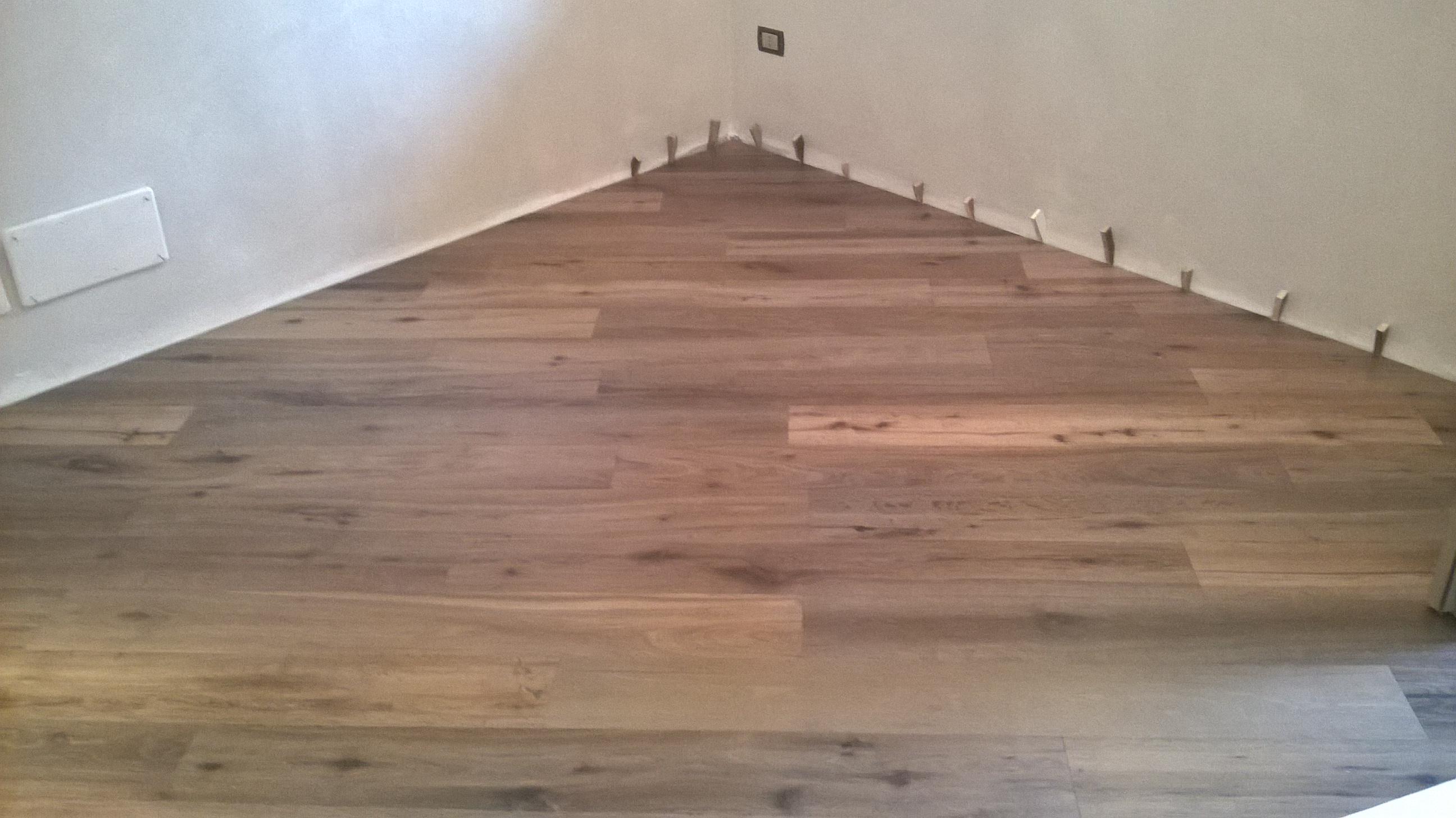 Posa pavimento in diagonale idee immagine mobili - Posa piastrelle diagonale ...